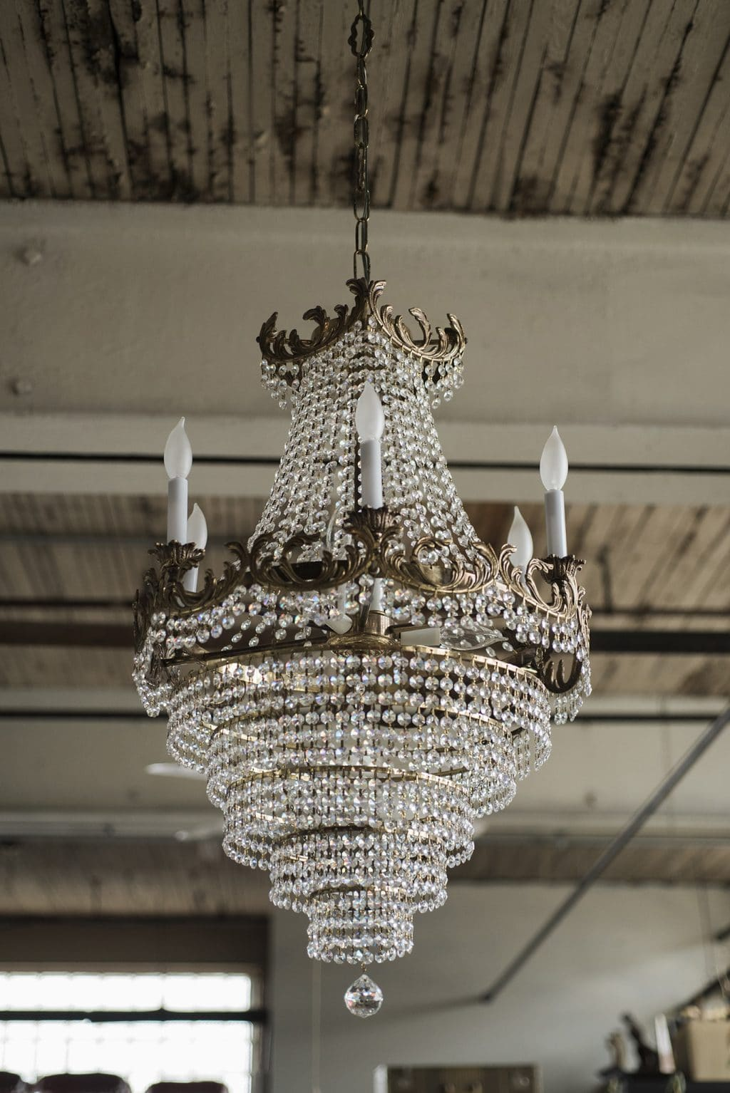Say Chandelier In French Designs